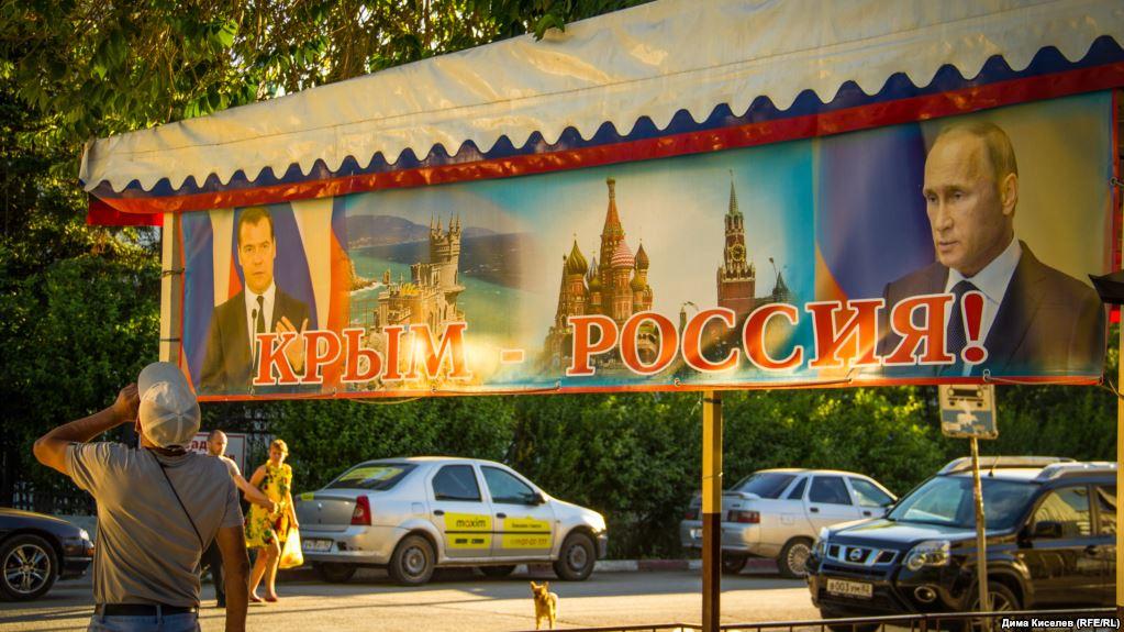 Везде заборы и Путин: в сети на фото показали, во что превратился Крым