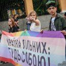 Провокации, задержания и эпатажные персонажи: яркие фото ЛГБТ-марша в центре Киева
