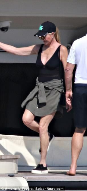 60-летняя Мелани Гриффит ошеломила стройной фигурой в купальнике (фото)