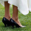 Почему Меган Маркл всегда носит туфли на два размера больше