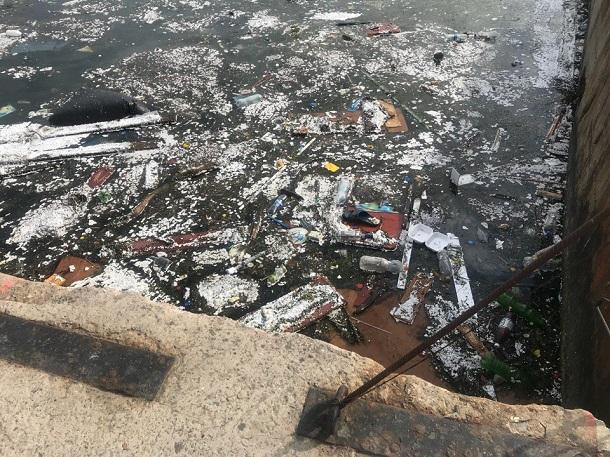 Море превратилось в помойку: В сети показали ужасающие фото из Крыма