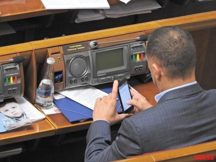 Депутати групи «Воля народу» шукають один одного у Google