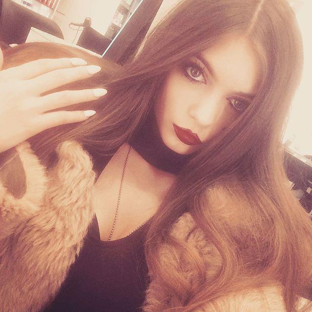 Самую красивую девушку Великобритании уволили за то, что она слишком хорошо выглядит