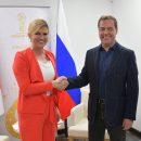 У мережі показали, як Медведєв став вищим від президента Хорватії