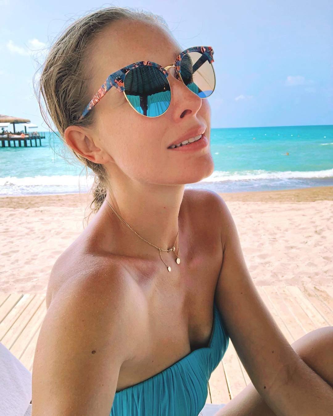 Катю Осадчую в купальнике