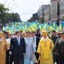 Ефектний образ Марини Порошенко: У сукні-вишиванці і з білим манікюром