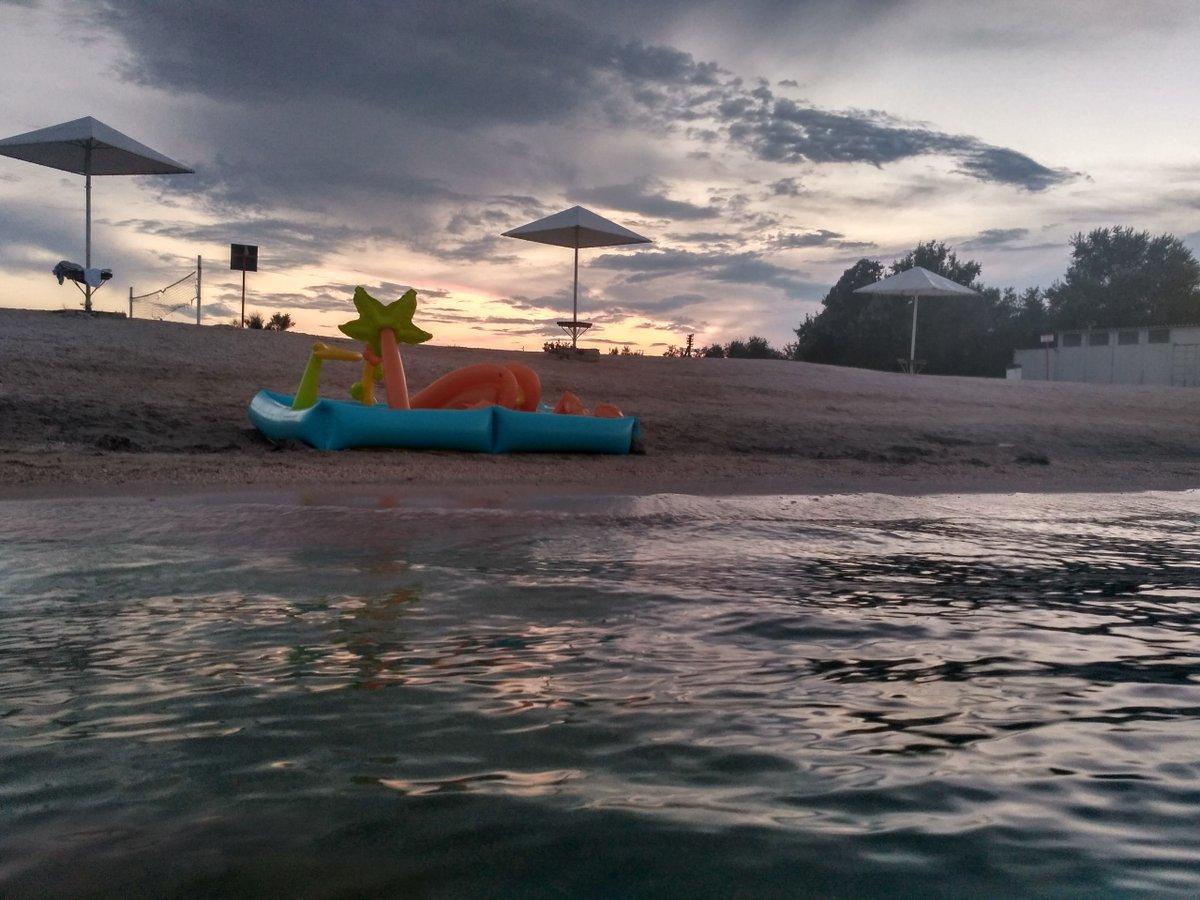 В раю пусто: В сети показали новые печальные фото пляжей в Крыму