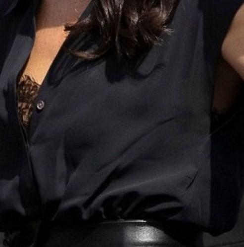 Модный провал: Меган Маркл засветила нижнее белье