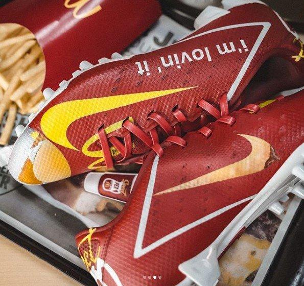 McDonald's и Nike создали кроссовки с бургером и картошкой фри