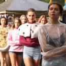 Российские модели презентовали коллекцию смирительных рубашек (видео)