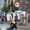 Автомобиль влетел в прохожих на тротуаре в Киеве, есть жертвы (фото)