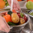 Названы фрукты и овощи, которые нужно мыть с особенной тщательностью