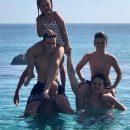 Виктория Бэкхем поделилась редким семейным снимком