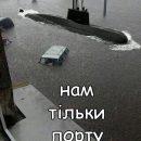 На гондоле в магазин: в сети появились яркие фотожабы потопа во Львове