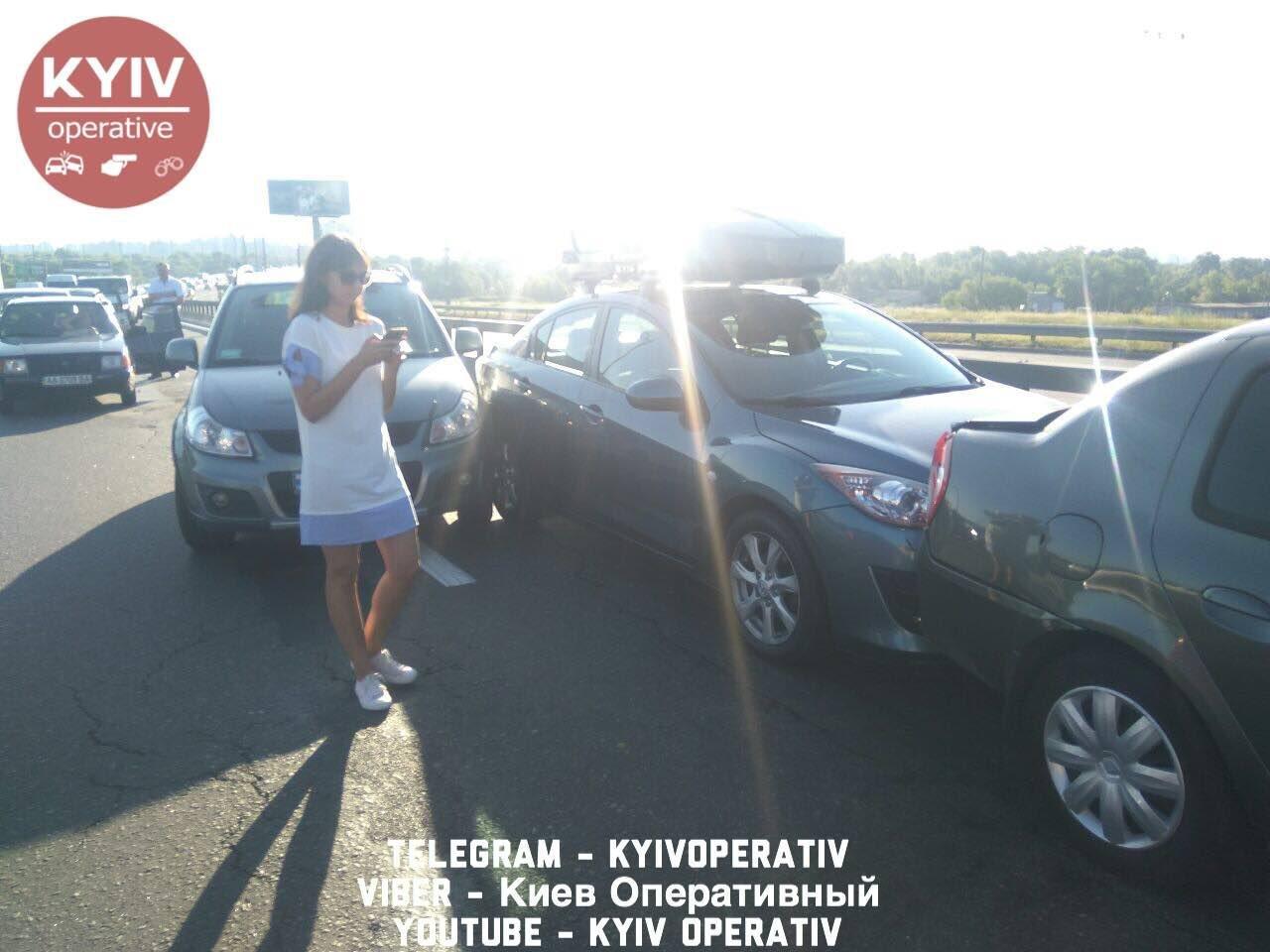 В Киеве произошла масштабная авария на мосту: опубликованы фото