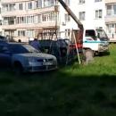 Російський депутат спиляв гойдалку на дитмайданчику і поставив на своїй дачі