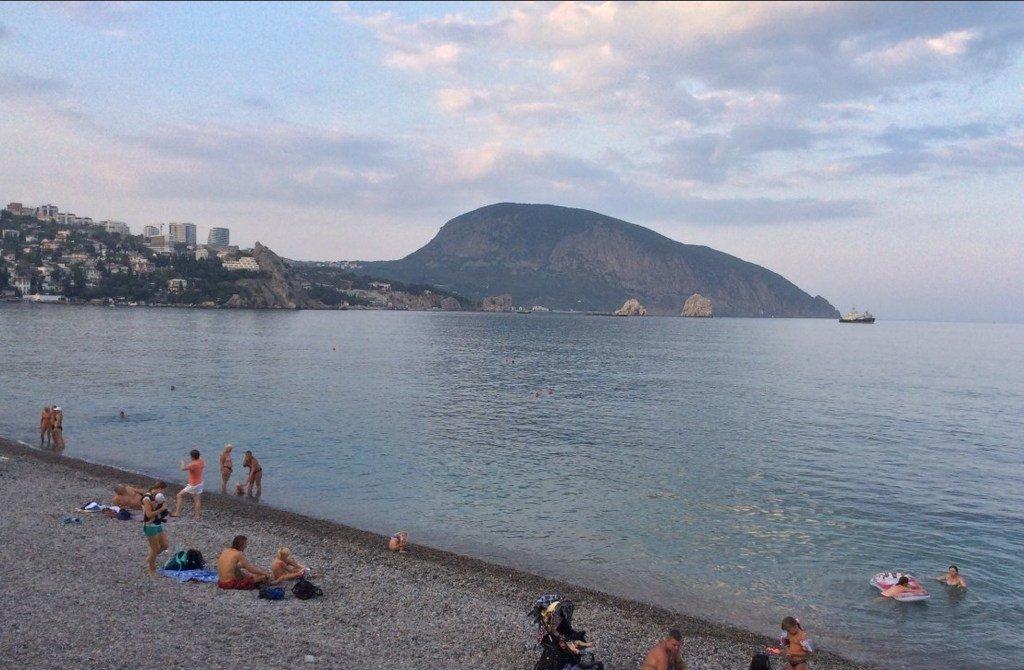 В сети появились новые фото «аншлага» на пляжах Крыма
