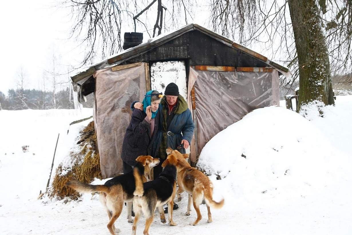 Эта белорусская семья 25 лет жила в лесной хижине. Фото