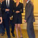 Вперше у міні після весілля: Меган у сукні-жакеті показала стрункі ніжки (фото)