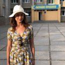 Украинская девушка Бонда показала свою школу в Бердянске
