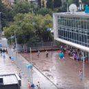 Мощный ливень в Ялте: поток воды смывал людей (видео)