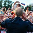«Картошкой» по голове и пицца с лопаты: россияне опозорились в погоне за халявой
