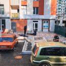 В Киеве женщину убила металлическая конструкция, упавшая с ремонтируемого дома (видео)
