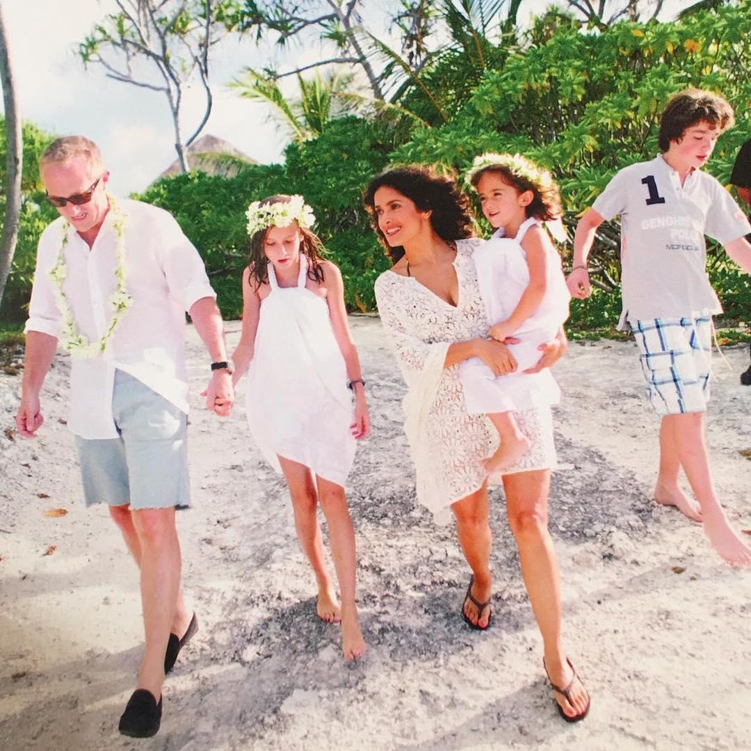 Сальма Хайек показала фото с мужем и детьми
