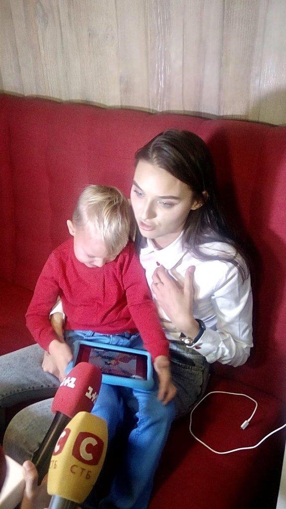 Скандальная «Мисс Украина» вышла на публику с сыном