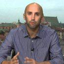 В Германии пропагандист Грэм Филлипс сорвал флаги с могилы Степана Бандеры