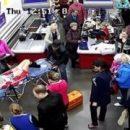 Россиянка родила ребенка прямо на кассе в магазине, в сеть слили кадры инцидента