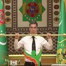 Президент Туркмении поднял золотую штангу под аплодисменты министров