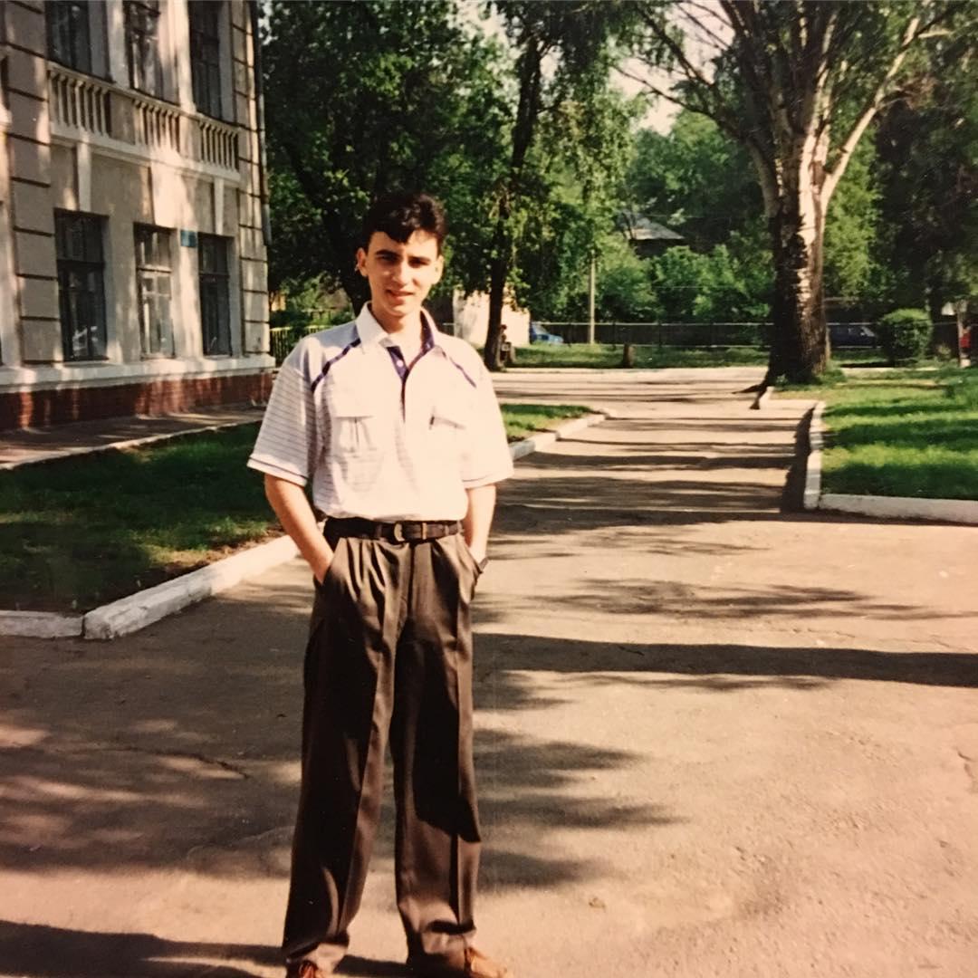 Руслан Сеничкин показал, как выглядел 20 лет назад
