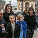 СМИ: старший приемный сын Джоли и Питта хочет уехать из США