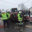 Подробности жуткой аварии на Прикарпатье: из покореженного авто спасли ребенка
