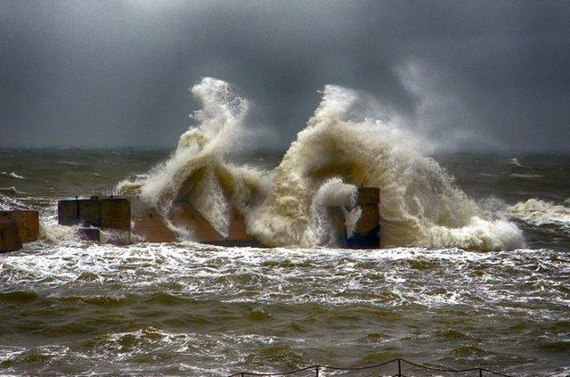 Штормовое море в Одессе: появились фото с трехметровыми волнами