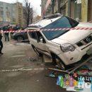 У Києві зі стріляниною пограбували авто – воно вилетіло на сходи