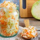 Медики рассказали, кому желательно регулярно есть квашеную капусту