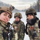 В сети показали фото украинских красоток, служащих в ВСУ