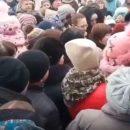 В России устроили массовое «побоище» из-за бесплатных конфет