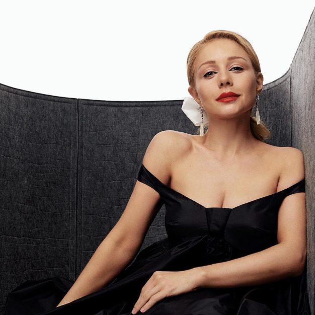 Тина Кароль восхитила фанов элегантным образом