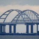 Крымский мост начал «сползать»: оккупанты пояснили ЧП (фото)