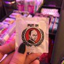 Во Франции выпустили презервативы с Путиным (фото)