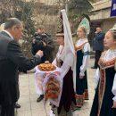 Фото Лаврова с кокошниками развеселило Сеть