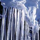 Момент смертельного падения глыбы льда на студента в Петербурге