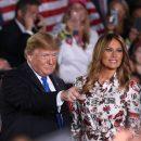 Почти весна: Мелания Трамп в платье с цветочным принтом Gabriela Hearst