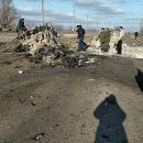 На линии соприкосновения в Донбассе подорвался микроавтобус с людьми (видео)