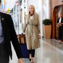 Как правильно носить бежевый плащ: элегантный стиль Иванки Трамп (фото)