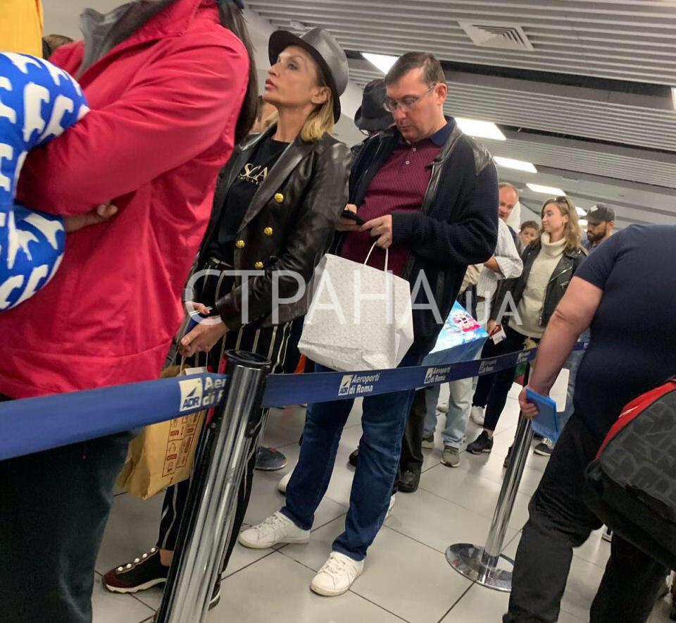 Семья Луценко замечена в аэропорту Рима