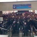 Мигранты захватили крупнейший аэропорт Франции